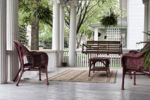 wooden-porch-swings